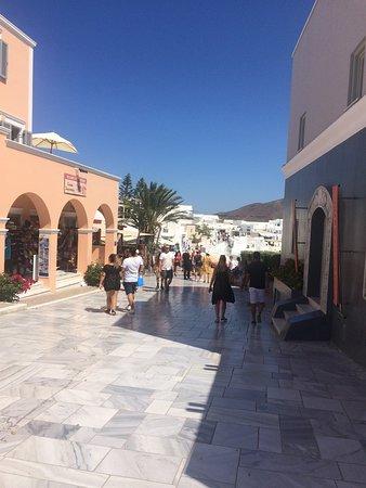 Santorini, Yunani: Oia's Main Street