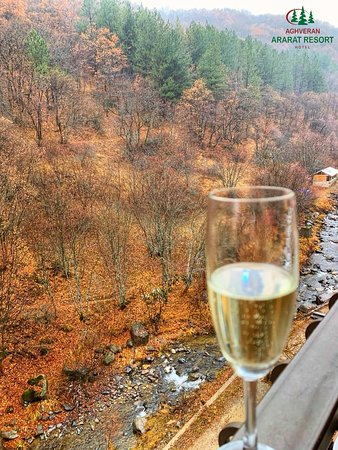 The perfect mix of the latest fall colors and champagne.✨  ———————  #aghveranararatresort #aghveranararat