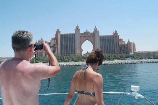 Yacht cruise to the Atlantis