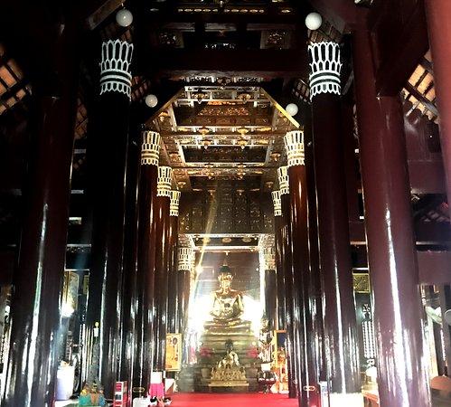 Wat Lok Molee - Hall