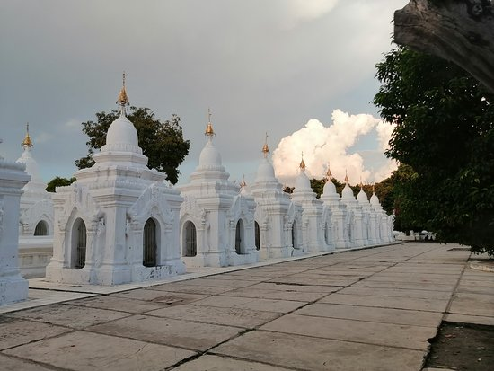 Mandalay Private Car Rental with Driver