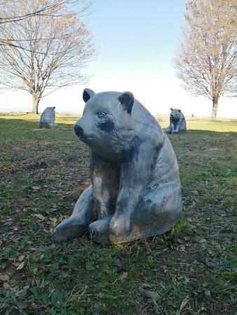 城の裏手の広場には、いろんな動物の像がうじゃうじゃ置いてあります。