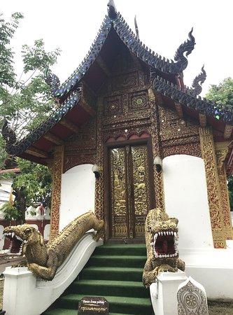Wat Umong Mahathera Chan - Guards