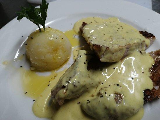 Secreto Iberico con Salsa de quesos y Pimienta