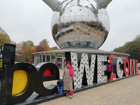Entrada combo para Mini Europe y Atomium: It was really cold and blustery day. Be well covered.