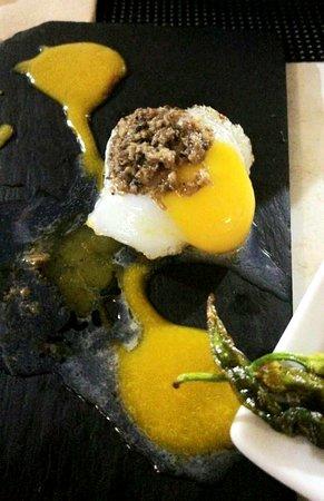 Viera con trufa y huevo de codorniz