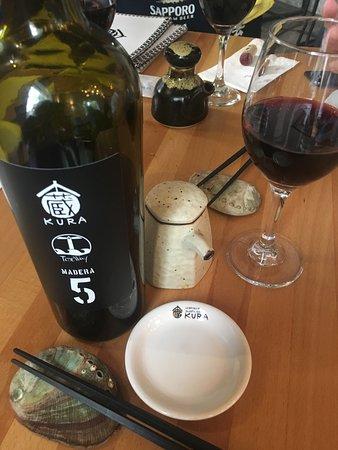 Vino mexicano etiquetado para el Kura