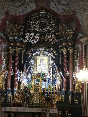 Obraz Matki Bożej w ołtarzu głównym