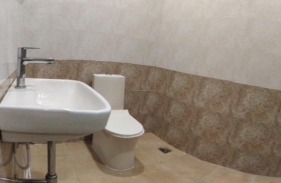 Sira, Índia: Bathroom