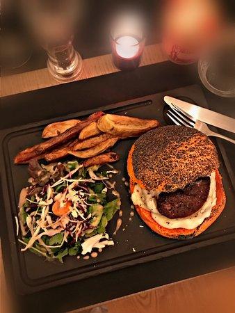 Suggestion : Burger de Boeuf, Foie Gras Poêlé & Béchamel à la Truffe