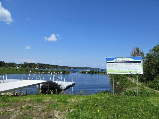 Saint-Félix-d'Otis, Canada: L'accès au grand lac Otis pour la descente des embarcations nautiques