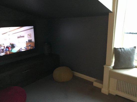 Sitting room TV area