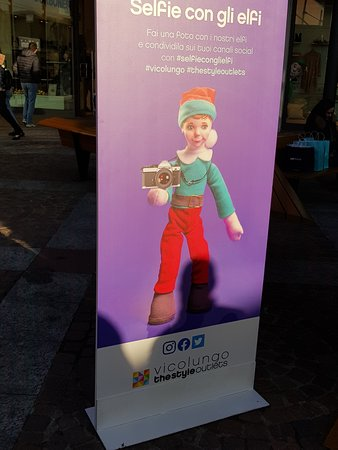Vicolungo, Italija: selfi con gli elfi