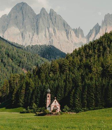 South Tyrol Dolomites, Italia: Lonely church.