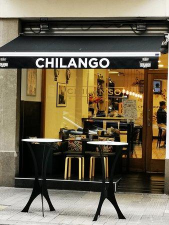 Chilango Bilbao, ubicado en el corazón financiero de Bilbao, en Colón de Larreátegui No. 34, a 1 cuadra de la Gran Vía