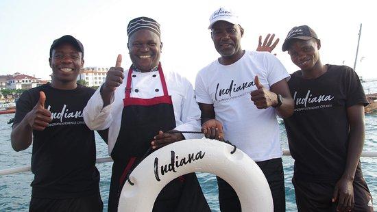 Ocean Adventure Day Out Sandbank Gefängnisinsel Schnorchelkreuzfahrt: Some of the friendly crew
