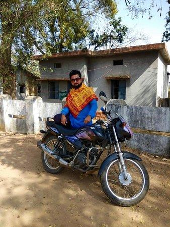 Raneh waterfall Khajuraho (motorcycle tour): Raj´s Motorbike