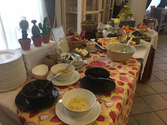 Buffet in the morning (5)
