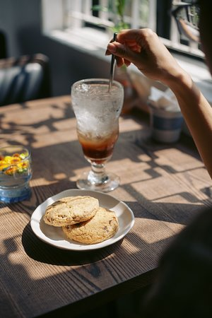 Ginger ale with cookie