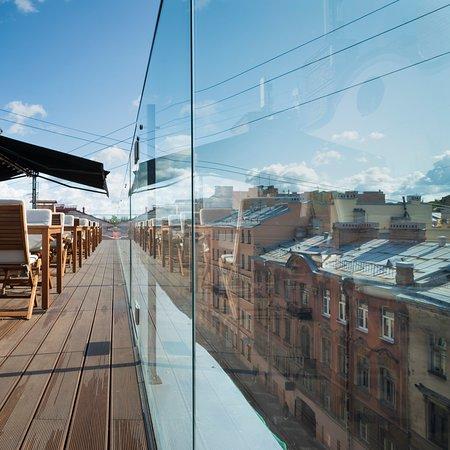 Терраса с видом на крыши Петербурга