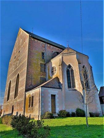 Je suis resté stupéfait en découvrant au cours d'un périple automobile, cet édifice impressionnant et improbable, auquel j'accorderai une sorte de charme de la laideur, ou plutôt de la disgrâce. Les briqueteries de Saint-Laurent-en-Gâtines furent actives jusqu'en 1930, ce qui explique ce mode de construction.