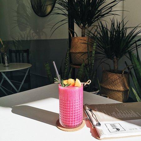 Pink Flamingo (Banana, Mango, Dragonfruit)