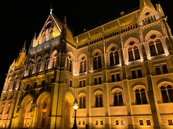 Private Vibrant Budapest Evening Tour: Hotspots & Local Life: Parliament