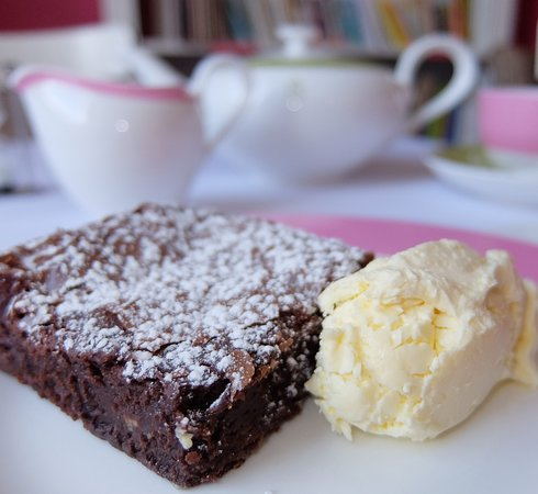 Gluten-free chocolate brownie and clotted cream