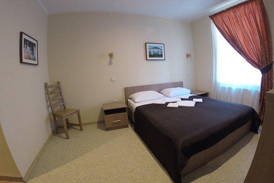 Двухместный номер с широкой кроватью
