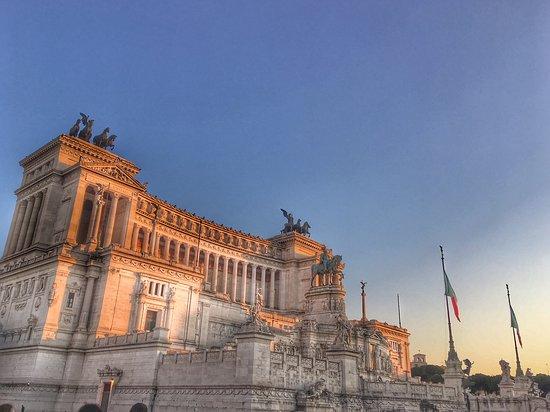 Piazza Venezia / Starověké město: Monumento a Vittorio Emmanuele II en la Plaza Venecia