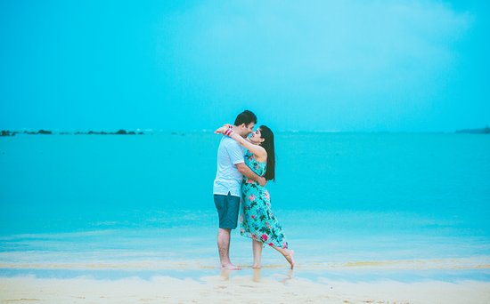 Distrito de Rivière du Rempart: Extend your wedding album to your honeymoon memories by hiring the best honeymoon photographer Mauritius. Visit Dmanclicks.com to hire the best services of a professional photographer. Visit https://dmanclicks.com/ for more info.