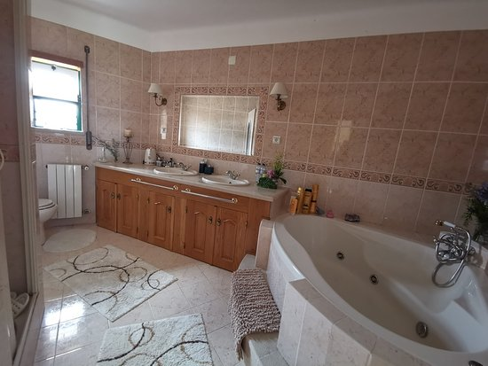 The jacuzzi suite occupies the whole first floor.