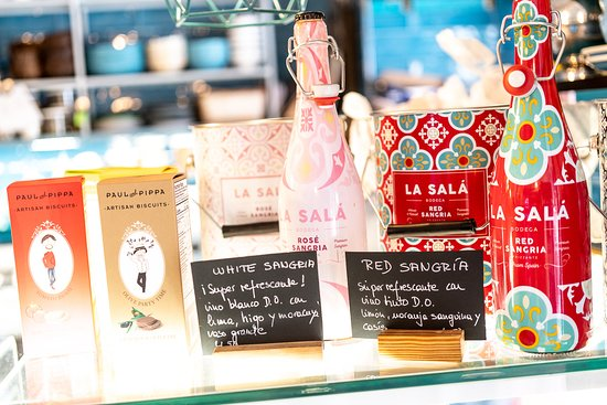Gran selección de productos y bebidas italianas. Aceites de oliva, Pesto, Salsas de tomate, Pasta fresca, galletas, Panetone,
