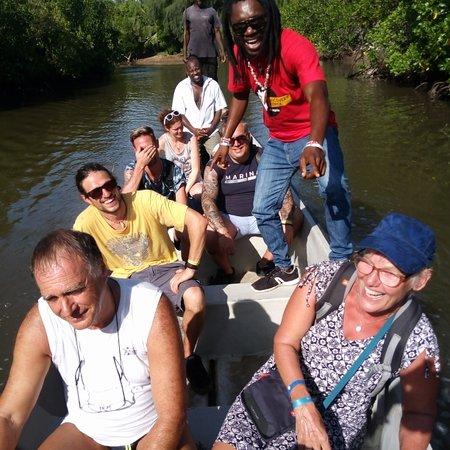 וואטאמו, קניה: Robinson island Ed marafa canyon
