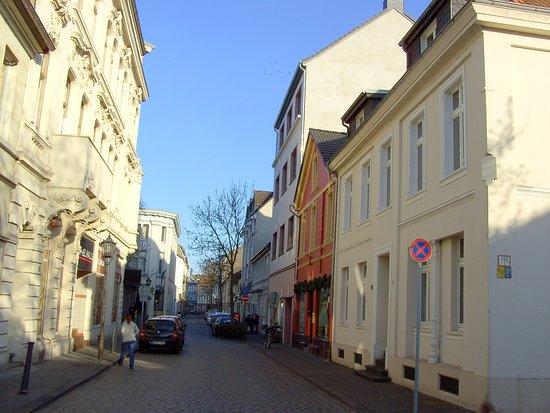 Das kann man auf einer kleinen Tour, durch nur ein paar Straßen, von Ruhrort, sehen.