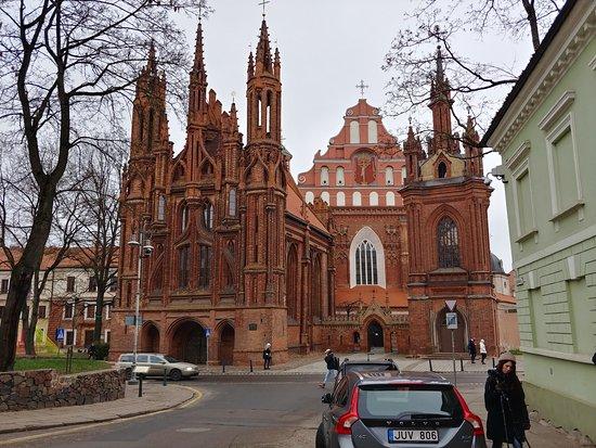 Был в Вильнюсе в декабре 2019 года. Все очень понравилось. Тихий, красивый и ухоженый город. Люди приятные и отзывчивые.