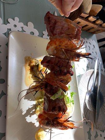 Repetimos por cuarta vez en este restaurante de Granada , se está convirtiendo en uno de nuestros preferidos. RECOMENDABLE. SALUD