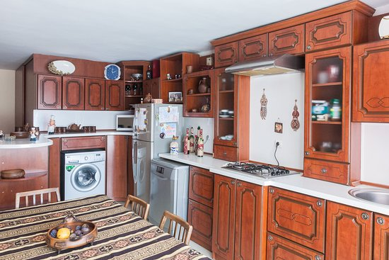Спальная комната на первом этаже - 3х местня ,  семейный номер  - Picture of Lada Guest House, Yeghegnadzor - Tripadvisor