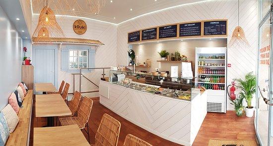 Kouki restaurant salle pincipale ambiance de plage et de détente