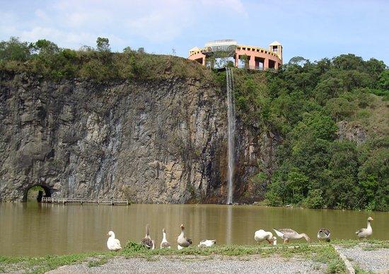 Taman Tangua (Parque Tanguá)