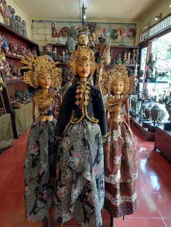 Majapahit Puppets are our best puppet collection. High quality with reasonable cost. Come and visit us while you are in Ubud - Bali.