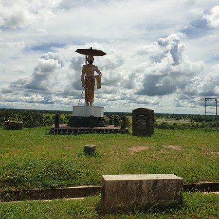 Kantale, Sri Lanka: Statue