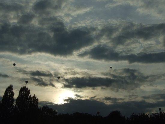 Chambley-Bussieres, Francia: Les conditions météo se dégradent mais les aérostiers poursuivent la compétition.