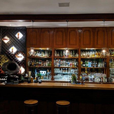 Kipling Bar (Belmond Governor's Residence).