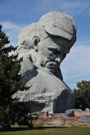 Imponente scultura  all'interno del Memoriale nella Fortezza di Brest - Bielorussia sudoccidentale. Cliccare sulla foto per vederla come scattata.