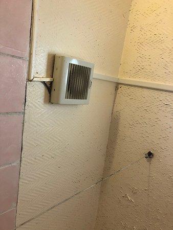 Propreté très moyenne de la salle de bain