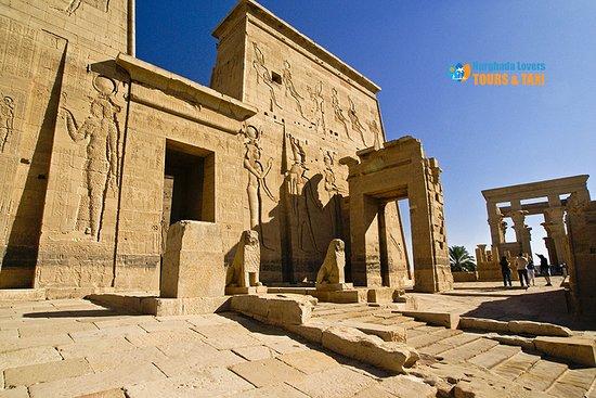 Assuan, Ägypten: Philae Temple Historical Cultural Egypt Tourist Places Aswan Tourist Attractions – Hurghada Excursions https://hurghadalovers.com/philae-temple/