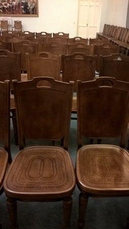 Museum of the Russian Geographical Society: Исторический стул тот, в котором много дырочек. А другой стул, где мало дырочек - новодел. Точной копии создать не удалось.