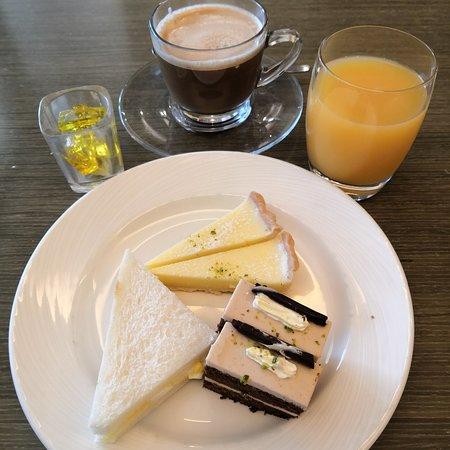 Breakfast, Afternoon Tea & Evening Cocktail