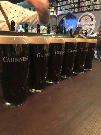Постоянные акции на пиво,берешь 2 бокала-третий в подарок!